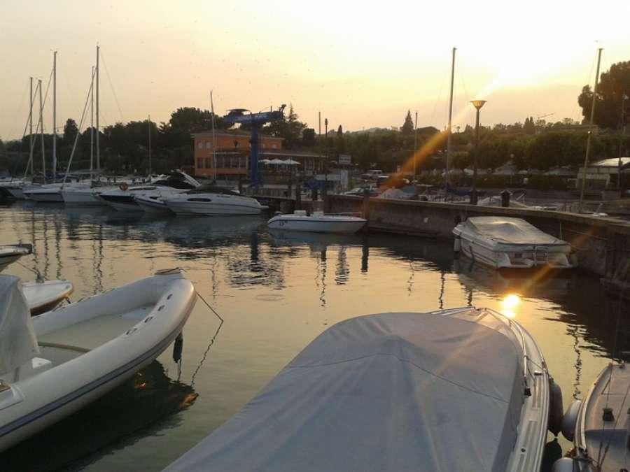 Noleggio barche al lago di garda for Noleggio di cabine per lago