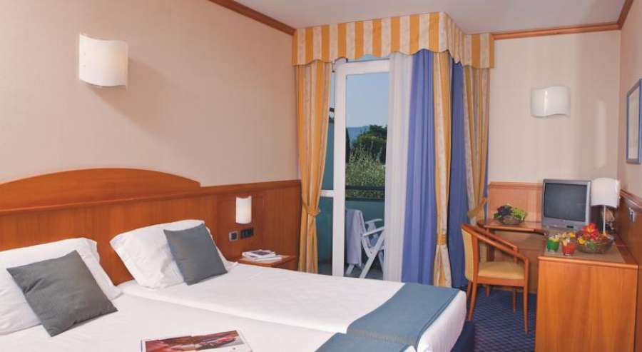 Hotel caesius thermae spa resort bardolino lago di garda for Manerba spa