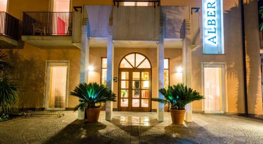 Hotel san giorgio arco gardasee for Arco arredamenti san giorgio