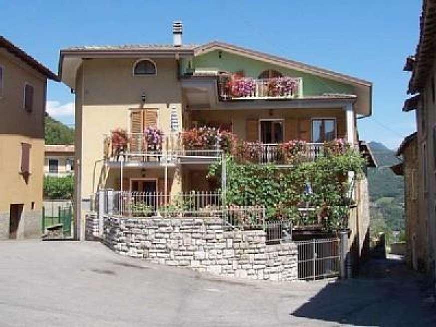 Casa bruna tignale lago di garda for Casa lago apartments