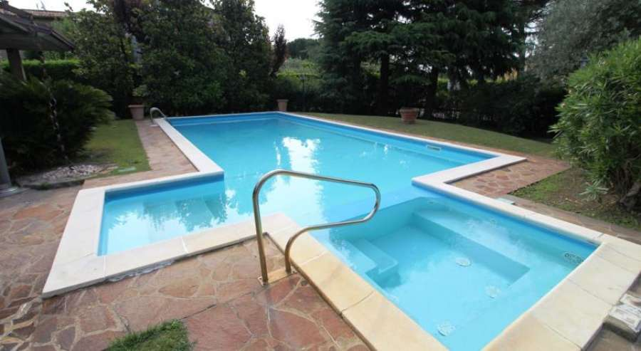 Trilocale con piscina manerba del garda manerba gardasee - Hotel manerba del garda con piscina ...