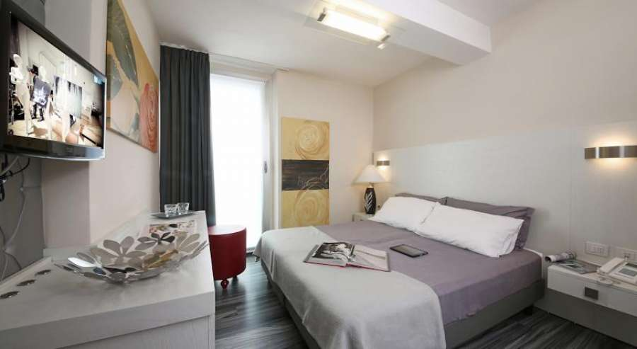 atelier hotel gardone gardasee. Black Bedroom Furniture Sets. Home Design Ideas