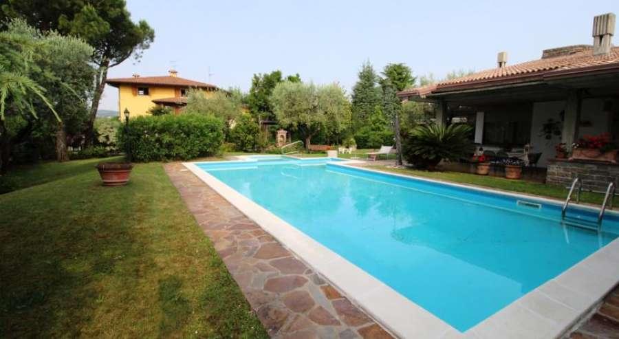 Bilocale con piscina manerba del garda manerba lago di garda - Hotel manerba del garda con piscina ...
