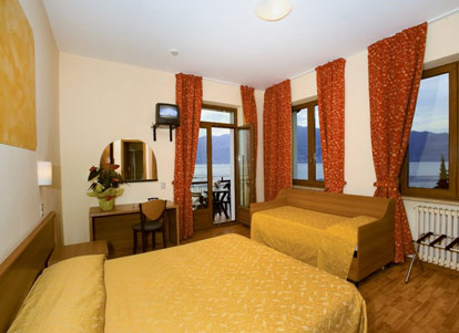 Hotel merano brenzone lago di garda - Hotel lago garda piscina coperta ...