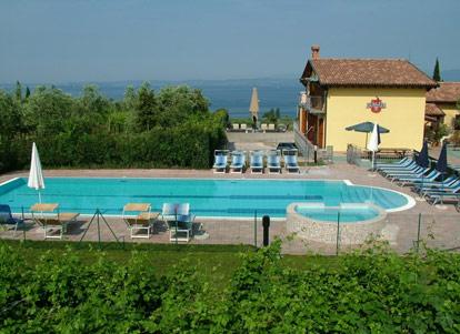 Agriturismo con piscina scoperta a lazise sul lago di garda - Agriturismo bardolino con piscina ...