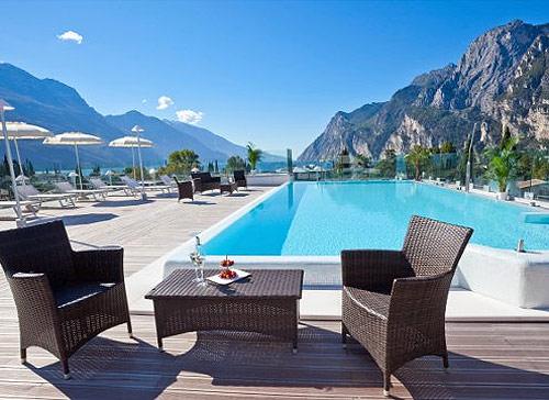 Hotel con piscina scoperta a arco sul lago di garda - Hotel manerba del garda con piscina ...