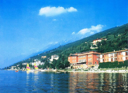 Hotel con piscina coperta a malcesine sul lago di garda - Campeggi con piscina lago di garda ...