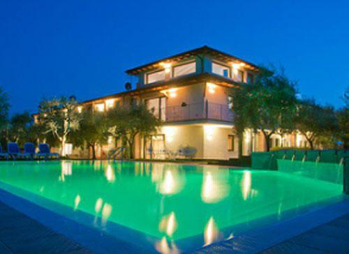 Residence con piscina scoperta a bardolino sul lago di garda - Campeggi con piscina lago di garda ...